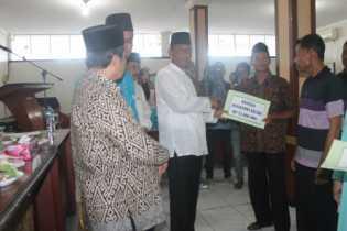 Bupati Suyatno Himbau ASN Rohil Salurkan Zakat ke Baznas