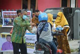 Ketua DPRD Pekanbaru Lakukan Aksi Sosial Untuk Meringankan Beban Masyarakat di Tengah Pandemi