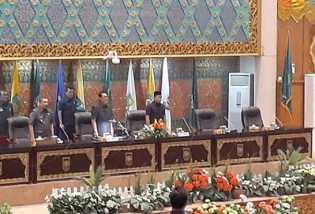 Rapat Paripurna Pengumuman Pimpinan Dewan, Indra Gunawan Eet Resmi Ditunjuk Jadi Ketua DPRD Riau