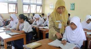 Terus Berjuang, Akhirnya 39 Guru Honorer Rohil Diangkat Menjadi PNS