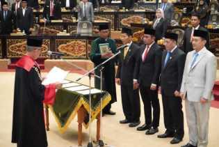 4 Pimpinan Defenitif DPRD Provinsi Riau Resmi di Lantik
