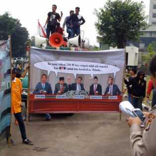 Demo di KPK, Bupati Rohil di Tuding Telah Mengkondisikan KPK Rp. 10 M