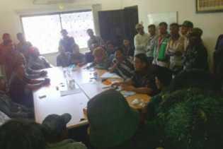 Warga Adukan Perambahan Hutan Bakau Besar-besaran ke DPRD