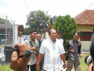 Mantan Sekda Rohil Wan Amir Firdaus di Periksa Penyidik KPK