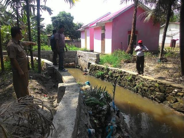 Warga Tuding Turap Di Jalan Lancang Kuning Asal Jadi