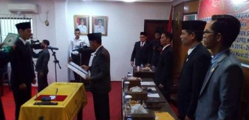 Erianda Saksikan Sumpah PAW Anggota DPRD Rohil