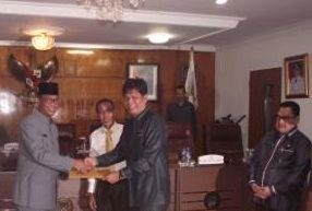 DPRD dan Pemkab Rohil Tanda Tangani Kesepakatan