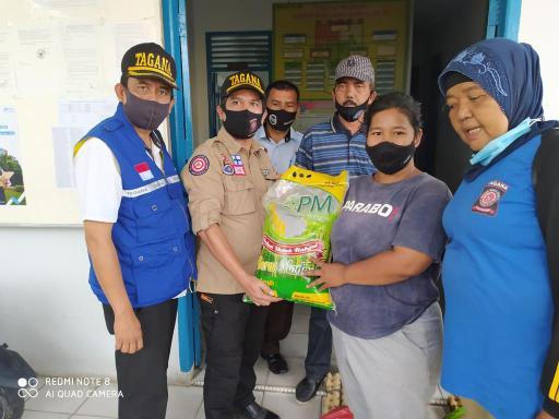 Peduli Korban Kebakaran Kampung Dalam, Anggota DPRD Kota Pekanbaru Menyalurkan Bantuan